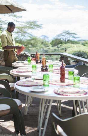 Hatari Lodge: Enjoying lunch