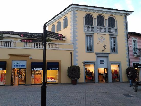 Serravalle scrivia photos featured images of serravalle for Serravalle outlet