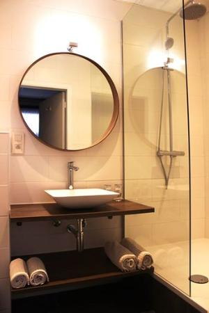 Montovani Hotel: NEW bathroom twin room.