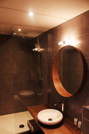 Montovani Hotel: NEW bathroom triple room.