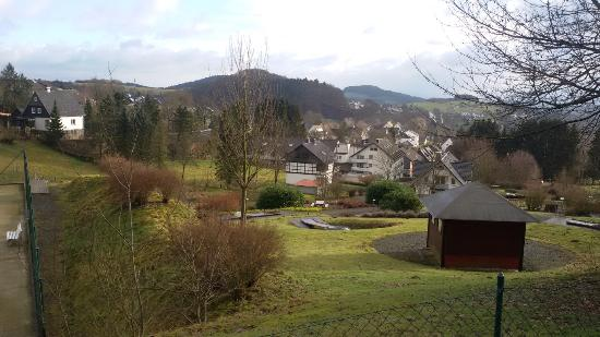 Hotel Hesborner Kuckuck: View from hill behind the hotel