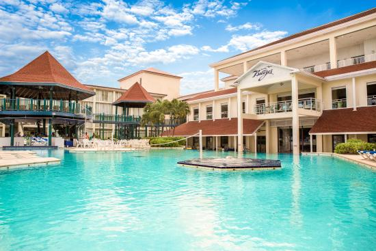 Hotel Breezes Bahamas Review