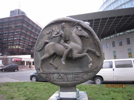 ‪Monument to The Coin Biatec‬