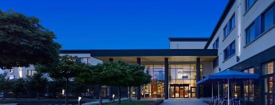Radisson Blu Hotel, Letterkenny: Hotel Exterior at Night