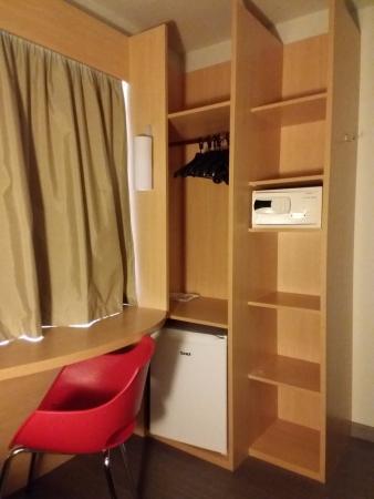 ibis copacabana posto sector para colgar ropa escritorio silla caja fuerte