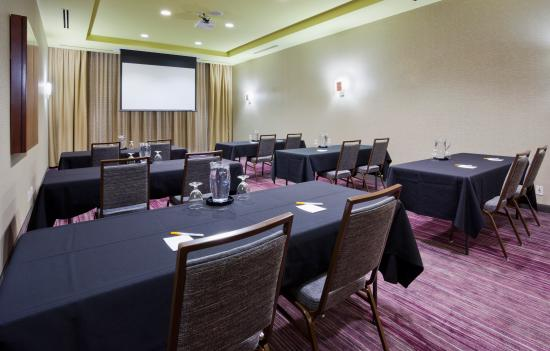 Courtyard Minneapolis Maple Grove/Arbor Lakes: We are here to help make your Maple Grove, MN, business meeting or event a success. We offer eve