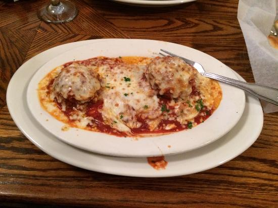 Mama-Mia Restaurant: Manicotti and meatballs