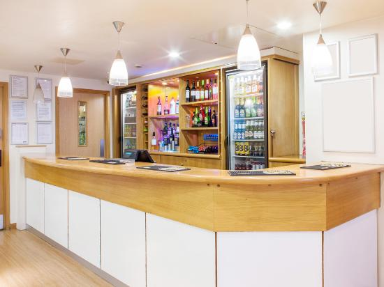 Travelodge London Feltham: Bar Cafe
