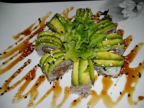 Tsuki: Miula (salmone alla griglia, philadelphia e avocado)