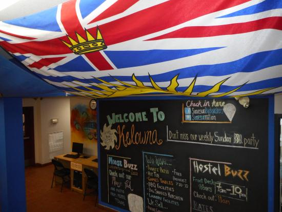 SameSun Backpacker Lodges - Kelowna: Front Entrance