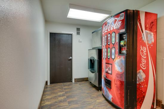 Motel 6 Montgomery Airport - Hope Hull : Vending