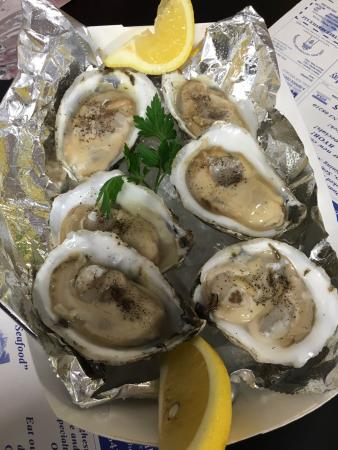 Junior's Crabs and Seafood: delicious fresh bay oysters