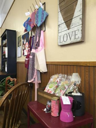 Leon, IA: Also has small gift shop of homemade items
