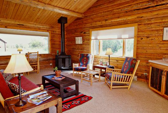 Red Rock Ranch: Cabin Living room