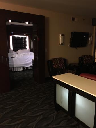master bedroom with wrap around windows overlooking strip picture rh tripadvisor com