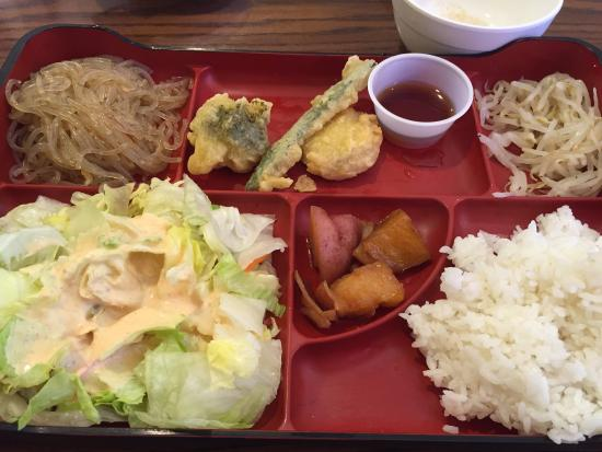 Korea House : Variety of appetizers (included in the meal)