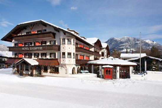 Hotel Zugspitze: Außenansicht Winter