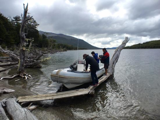 Wind Fly: Excellent boat, coming ashore at the cabin for lunch