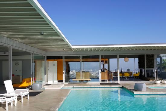 Bedroom on the left w pool and long distance views picture of stahl house los angeles - Stahl swimmingpool ...