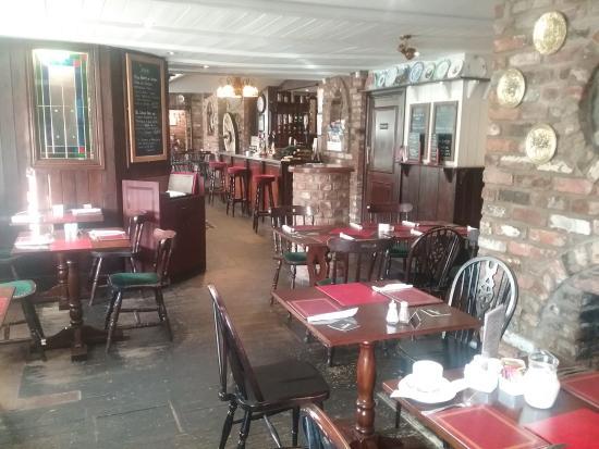 The Oakwheel Inn: view to the bar