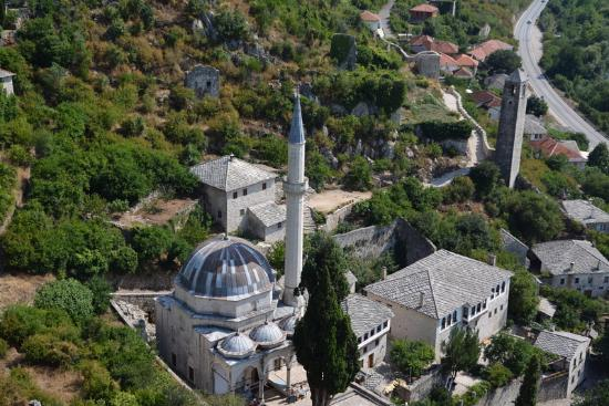 Pocitelj : Вид на мечеть из замка
