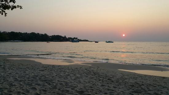 Beach - Vongdeuan Resort Photo