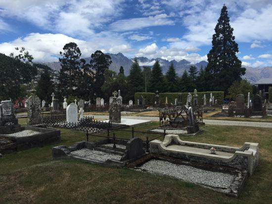 Queenstown Cemetery: Beautiful setting!