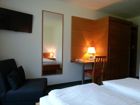 Schlafzimmer mit Dusche/WC und Sat-TV, Ferienwohnung ...