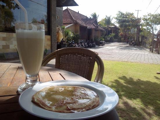 Sandat Mas : Pancake de banana y batido de banana natural