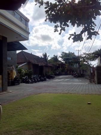 Sandat Mas : Vista general de la entrada del alojamiento