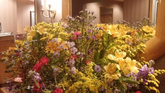 Peppermill Restaurant: Welcome with flowers