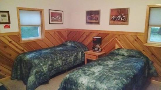Hillsboro, WI: Twin beds
