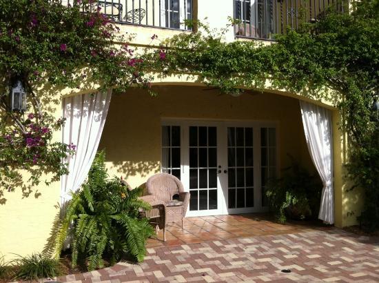 Grandview gardens bed breakfast west palm beach fl for 35 grandview terrace tenafly