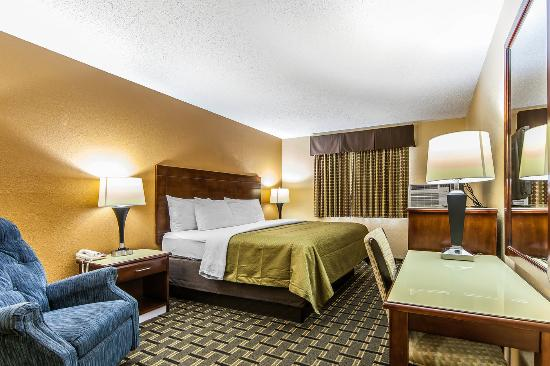 Econo Lodge Cartersville: KING GUESTROOM