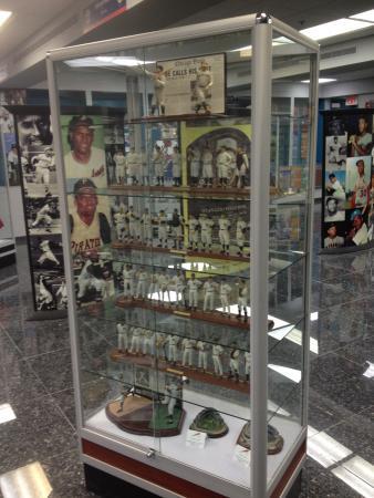 Museo del Deporte de Puerto Rico: statuettes. 
