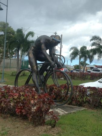Guaynabo, Puerto Rico: One of the statues adorning the  street adjecent to the museum.