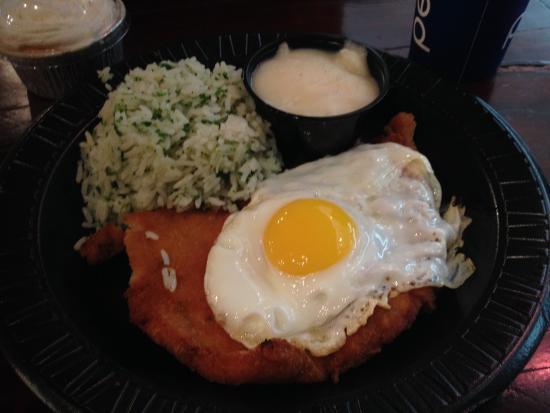 Tierra del Fuego: Pechuga de Pollo Milanesa a Caballo. / A Caballo Milanese Chicken