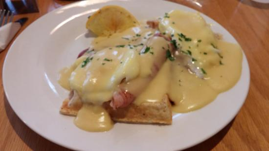 Ballston Spa, NY: Roost - Eggs Benedict