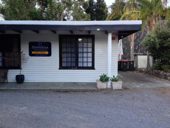 Peninsula Nelson Bay: driveway into budget section