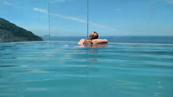 "Windsor Leme Hotel: piscina incrível, ""dentro do mar"""