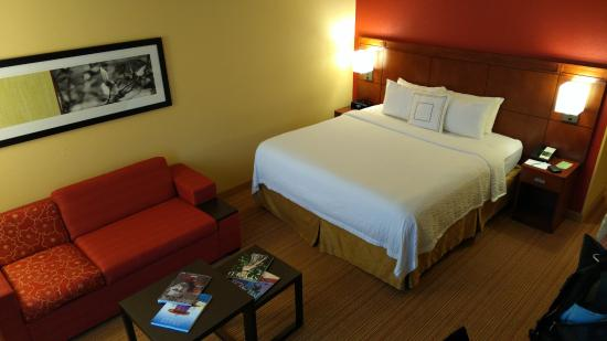 Courtyard by Marriott Miami Aventura Mall: Clean and roomie