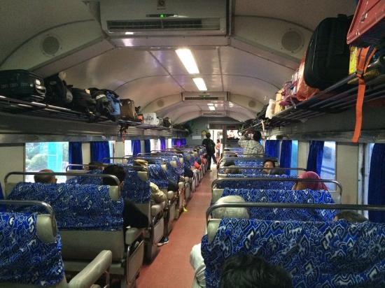 kereta api sancaka kelas bisnis foto perjalanan kereta sencaka rh tripadvisor co id