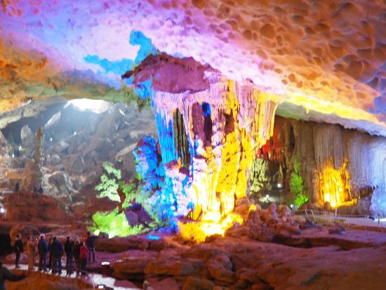 https://media-cdn.tripadvisor.com/media/photo-s/0a/79/fc/92/interior-de-la-caverna.jpg
