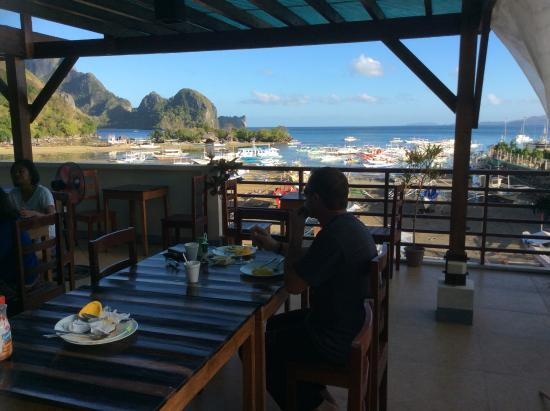 Dayunan El Nido Tourist Inn