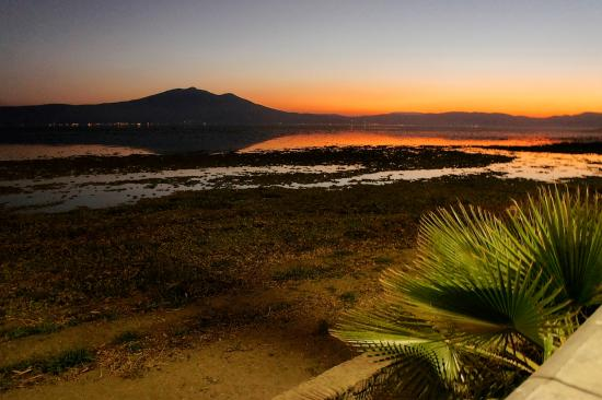 Casa Tres Leones: Every day of our visit ended with a view of the fantastic Ajijic sunset.