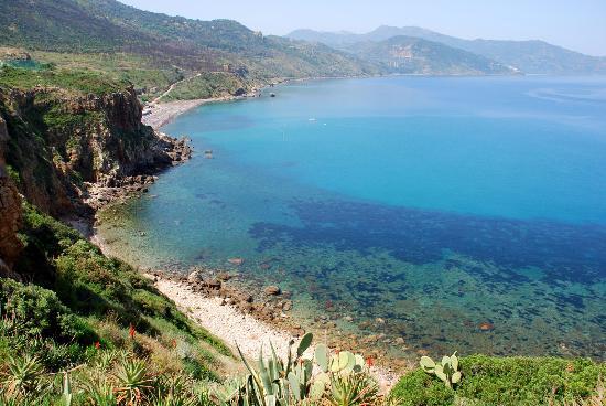 Поллина, Италия: Spiaggia Torre Conca (ex Valtur) vista da lato Messina.