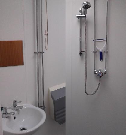 YHA Broad Haven: Bathroom