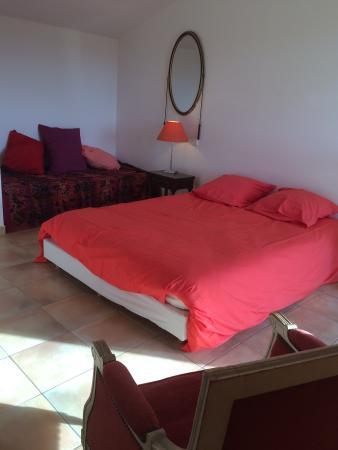 """Saint-Clement-de-Riviere, ฝรั่งเศส: Master Bedroom """"Petit Verdot"""""""