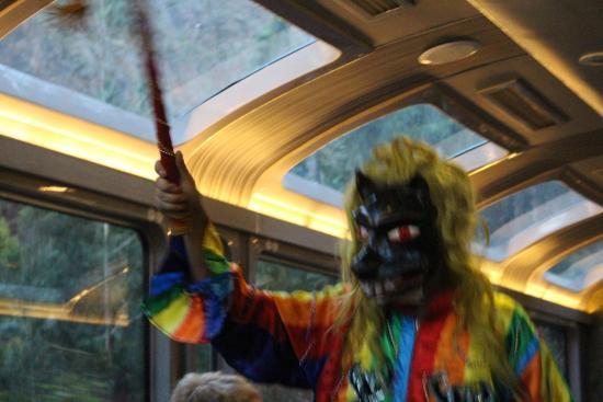 Cusco, Peru: 車内で伝統芸能ショー