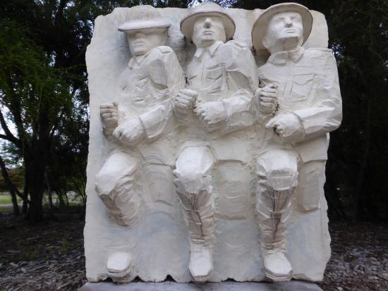 Government Gardens: Sulphur Lake Sculpture Trail ( Breaking Through by Glebos Tkachenko )
